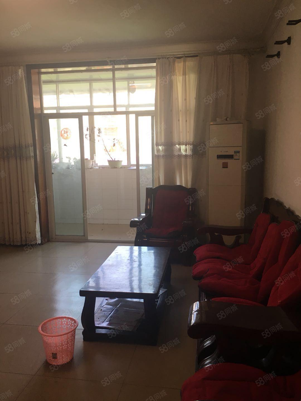 出租沃爾瑪附近后上1樓實際3樓兩室兩廳拎包入住價格便宜