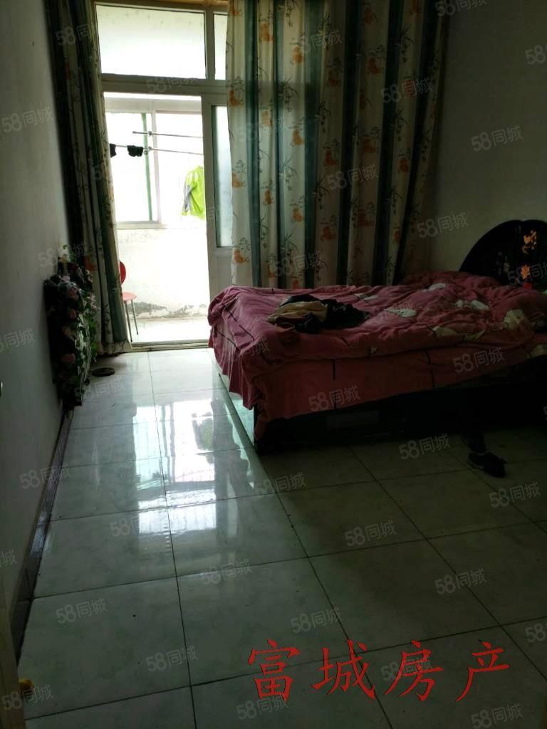 出售瑞宁小区三室简单装修