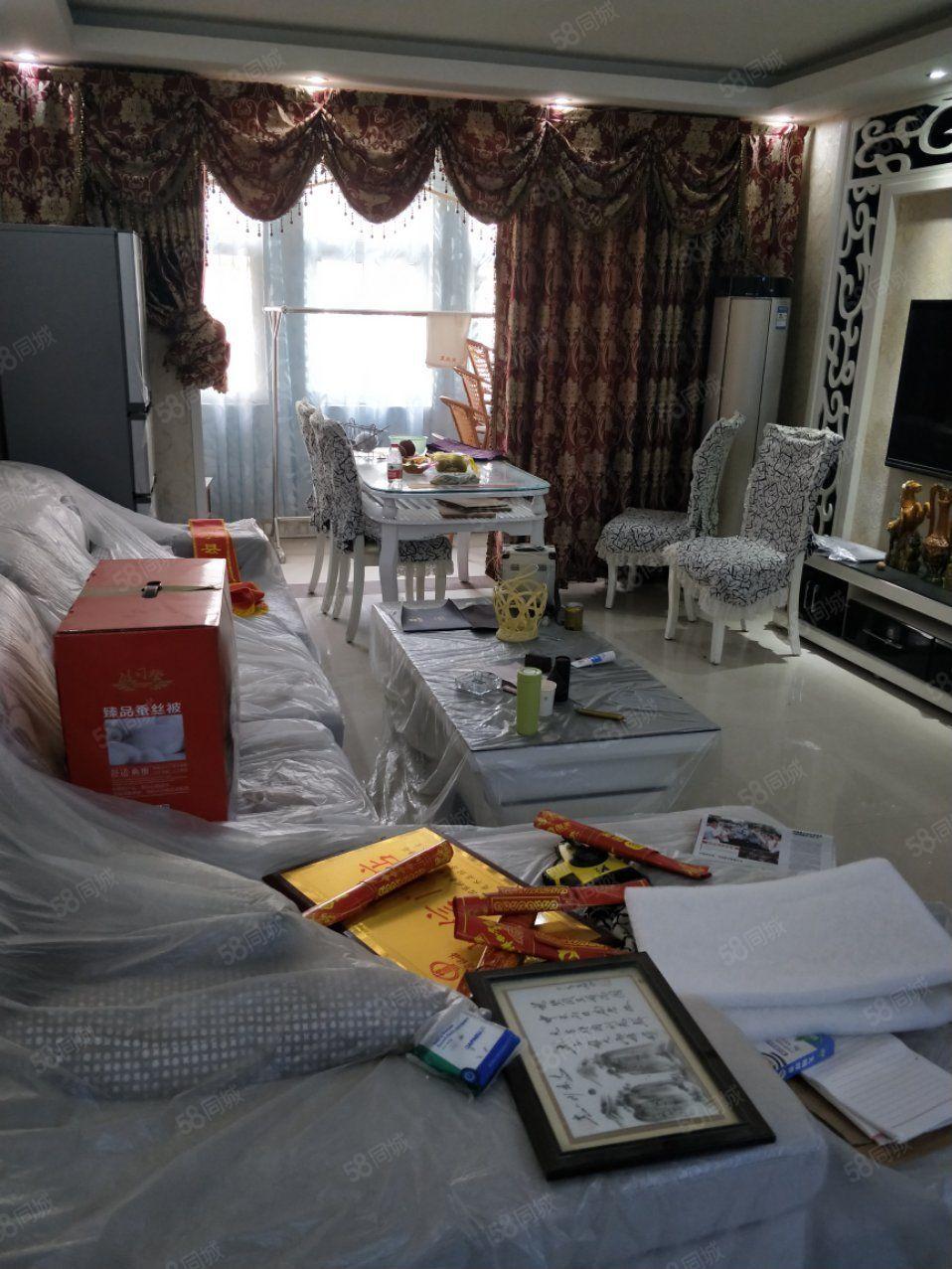 美景康城11顶层,送一个大房间,3室两厅两卫,豪华装修,