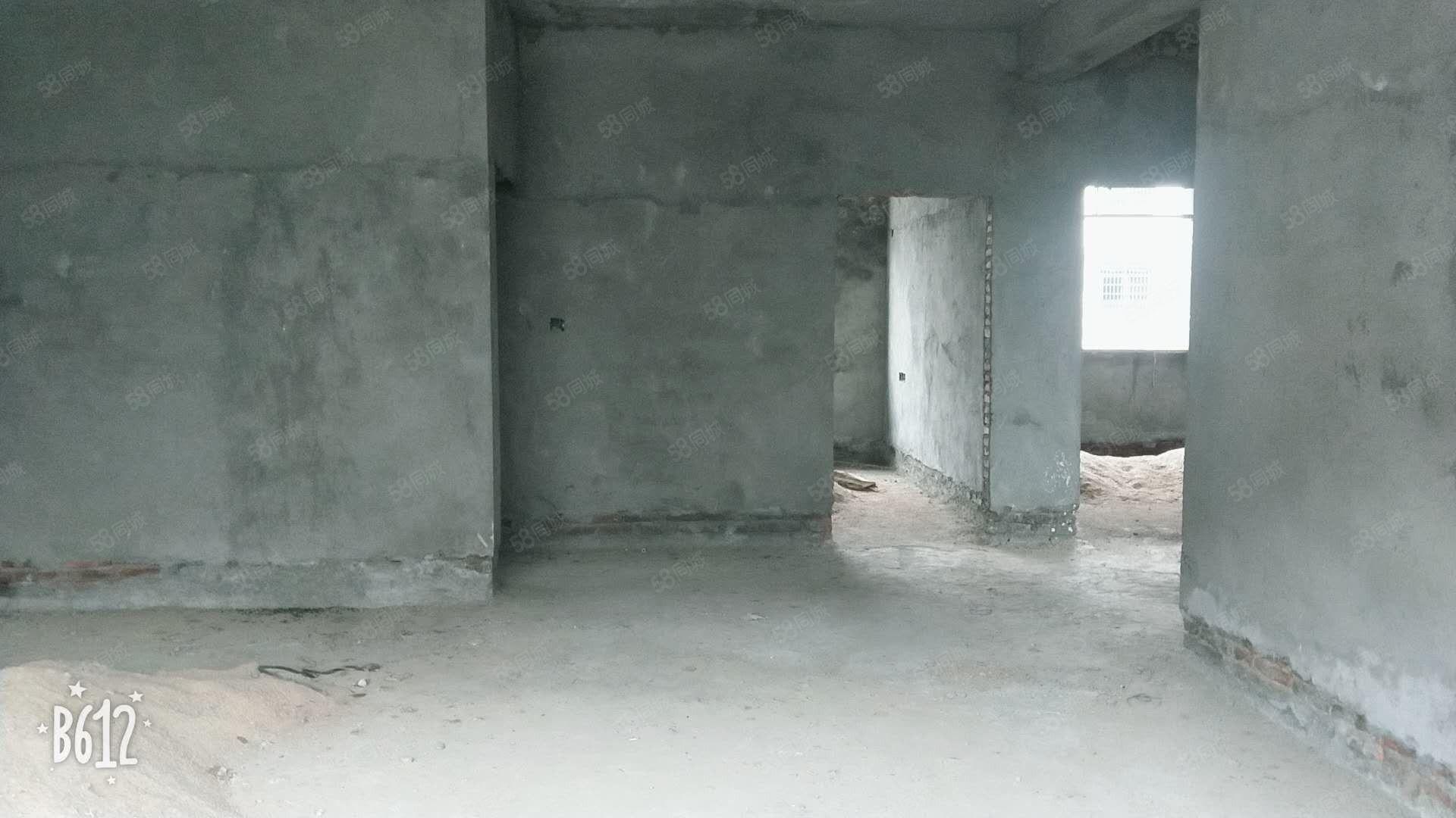 沙洲一中附近整栋,毛坯9房,户型方正,每层套房格局