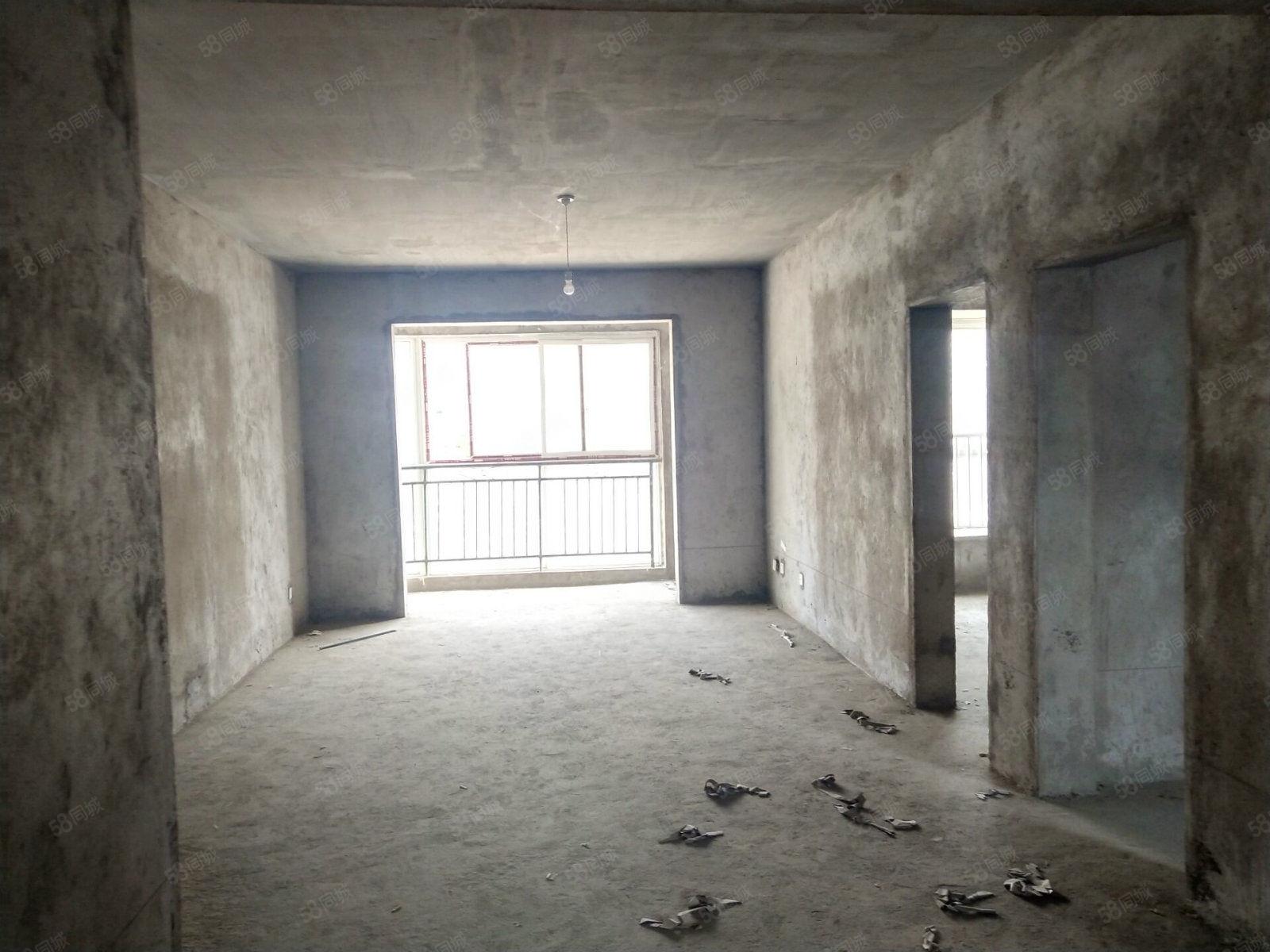 东外滩对面0395倾城电梯毛坯房三室两厅出售