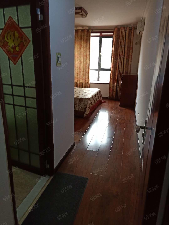 文明公寓二期,单价5500元急用钱,电梯好楼层,临二小