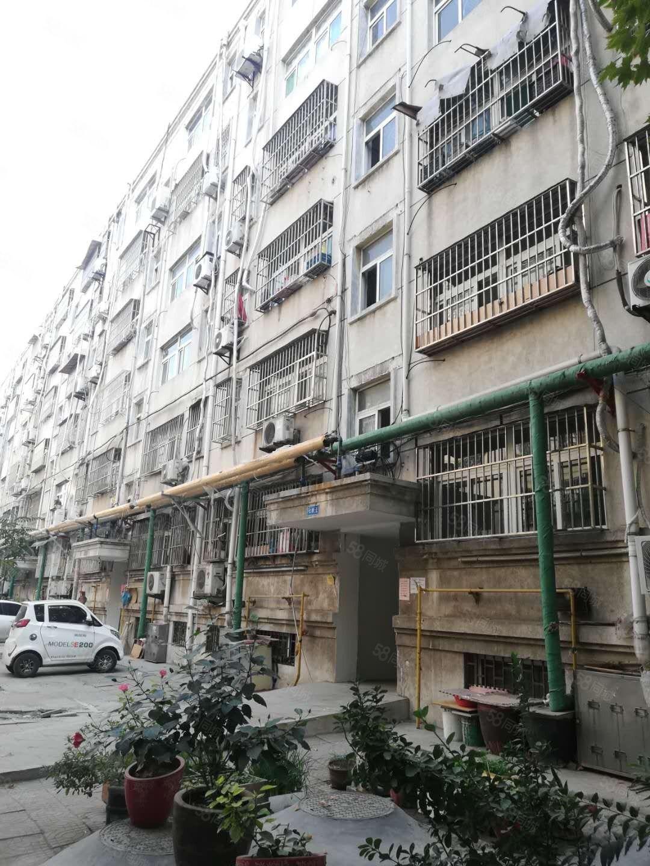 手里没钱照样买房。安馨居小区所在4楼共6层3室1厅