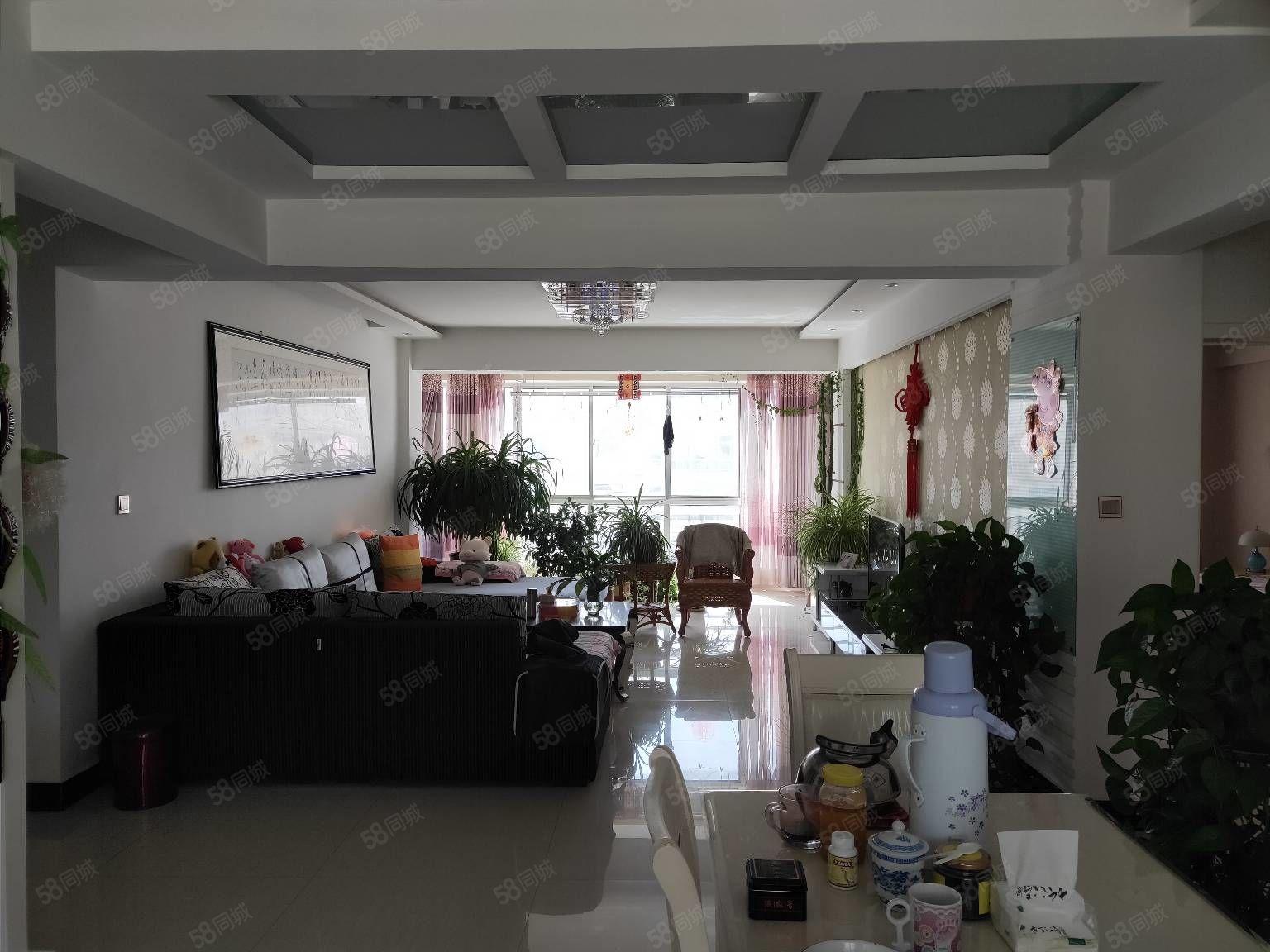 育鹏家园5楼131平米2卫精装带家具家电68万元有证可贷款