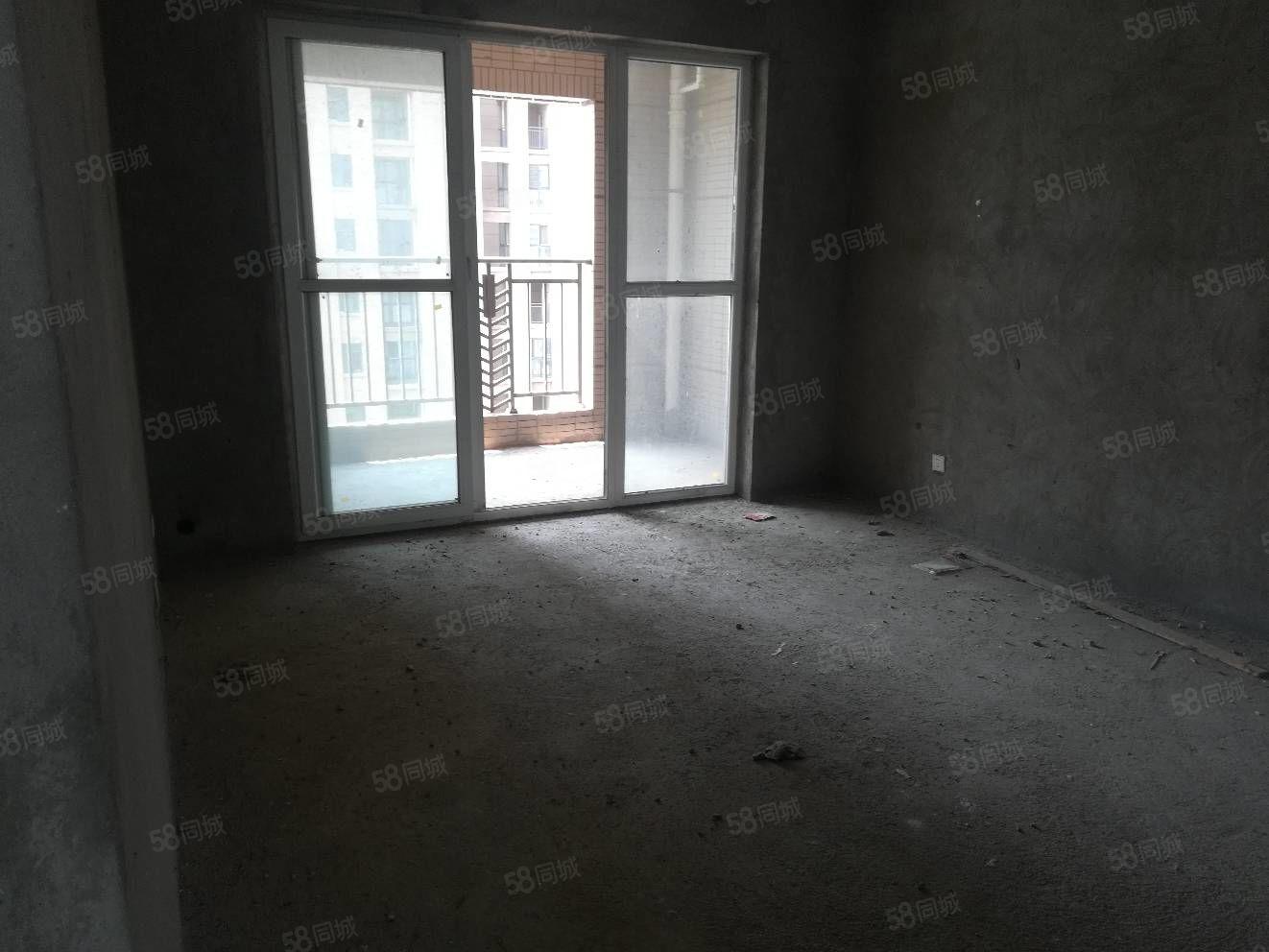 天鑫现代城毛坯4房中间楼层满五唯一无税可贷款看房方便