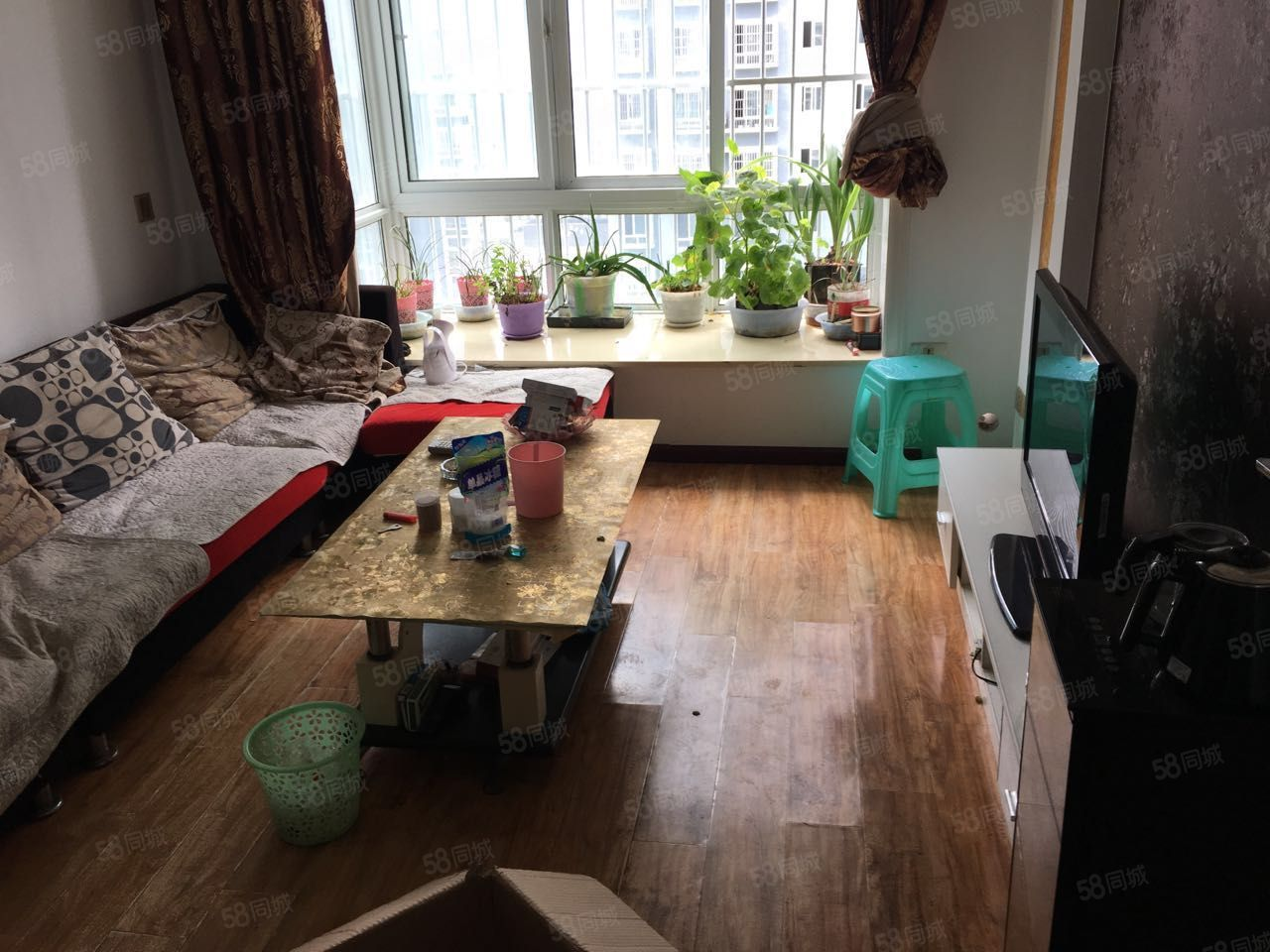 東城小區簡裝修拎包入住三室一廳一衛