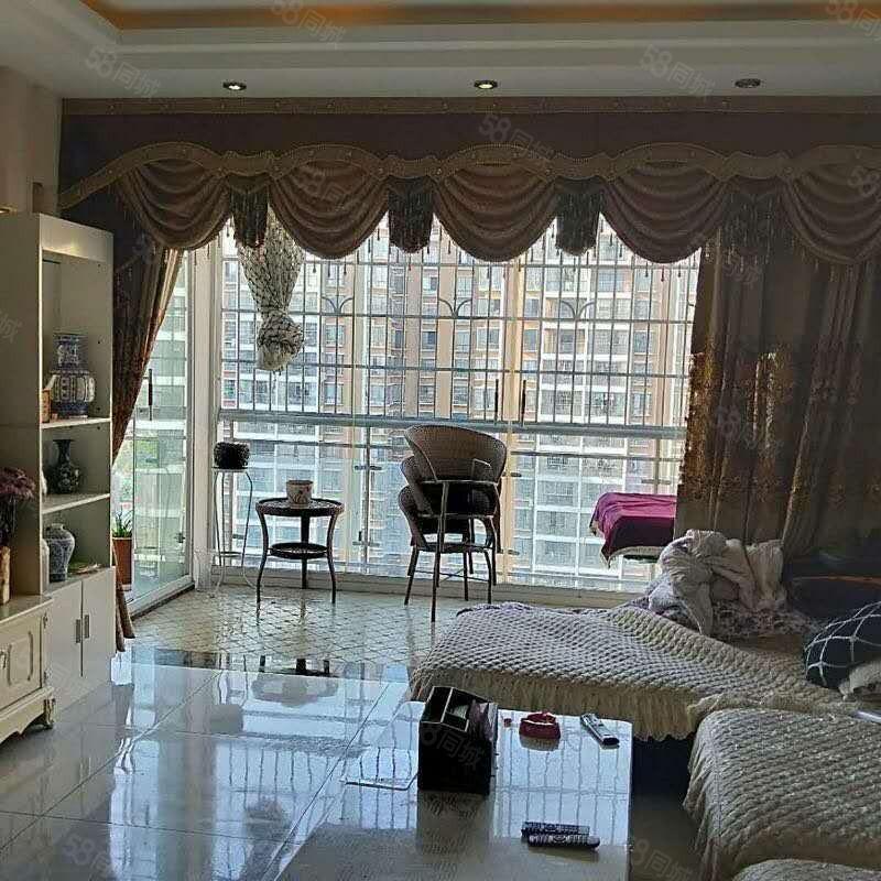 出租龙里龙馨园全新装修3室2厅2卫家具家电齐全租金1800元