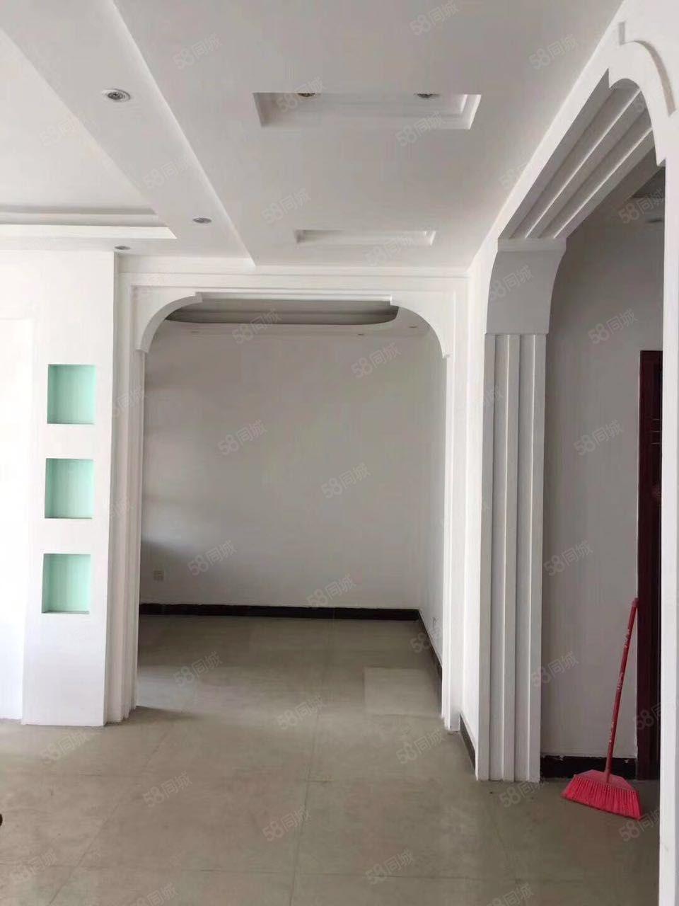 丹桂华庭三室两厅两卫带储藏室售58万