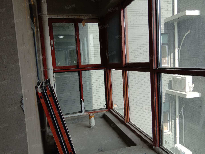 公園南門,火車站附近,凱旋國際兩室兩廳復室經典戶型