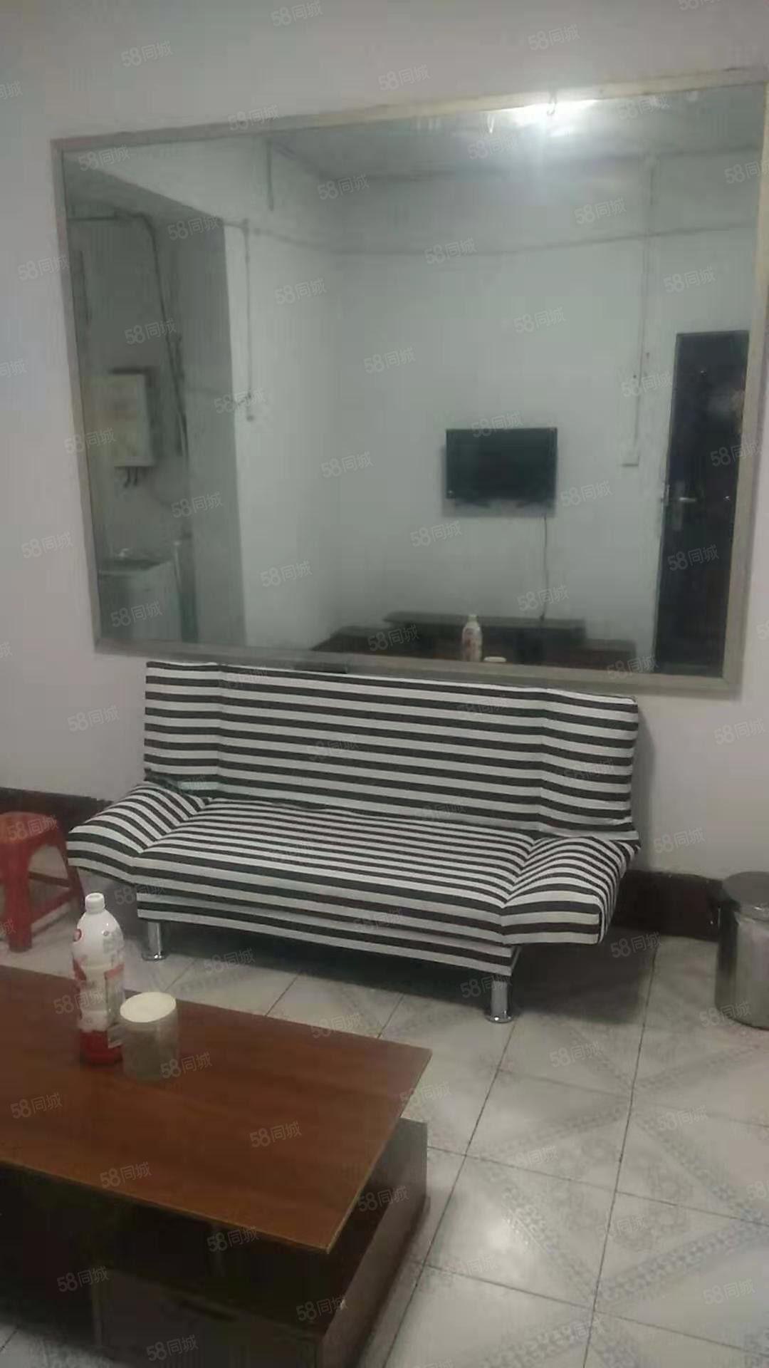南门南小区5楼家具家电齐全房子干净整洁拎包入住