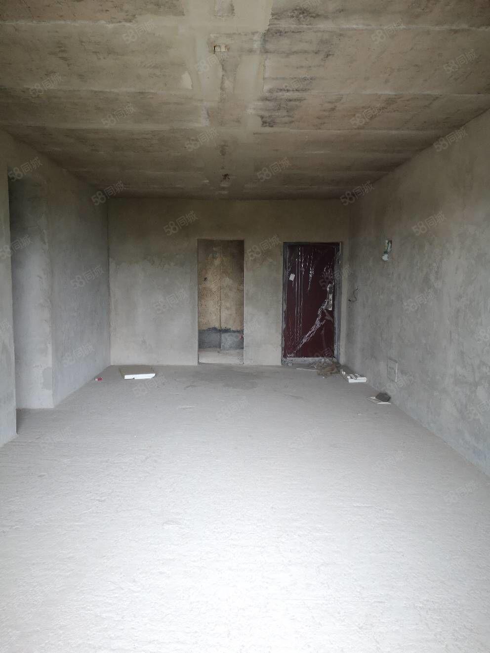 首付23万三室毛坯房,户型方正,电梯高层视野开阔