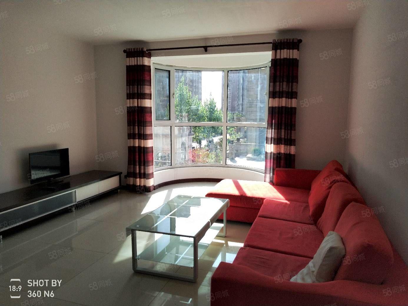 紫御華府,精裝三室,寬敞明亮。看房方便。價可議明珠商貿城附近