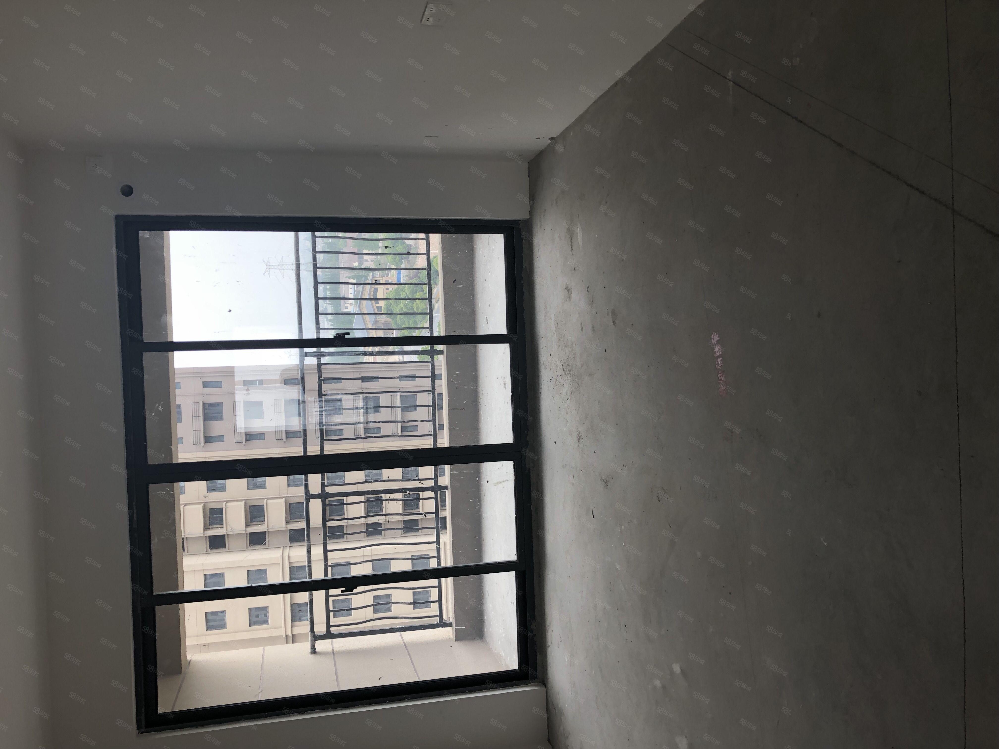 高铁新城碧桂园水蓝湾,现房小三室,纯毛坯