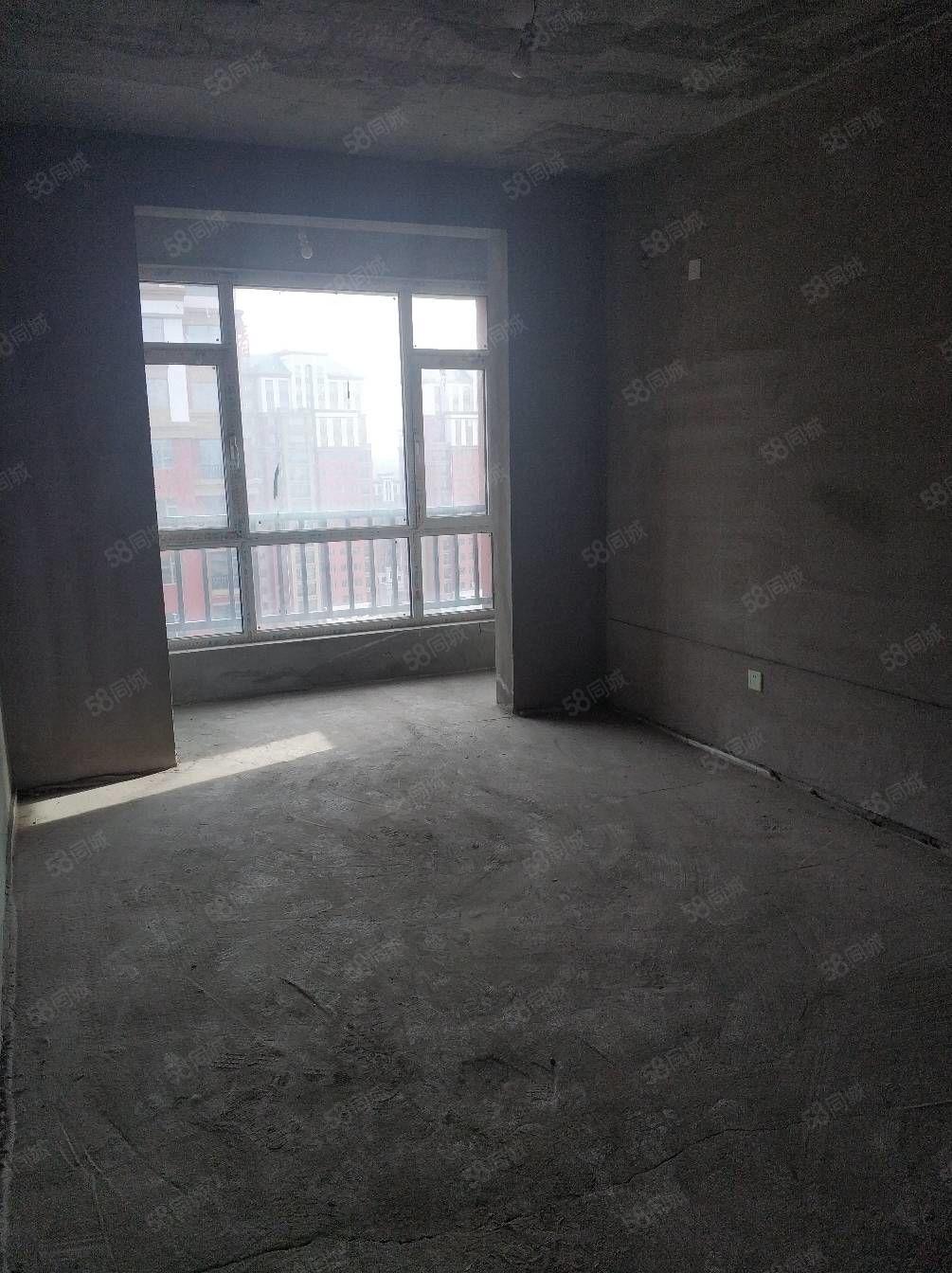 開發區銀苑三室兩廳兩衛陽面客廳大落地陽臺
