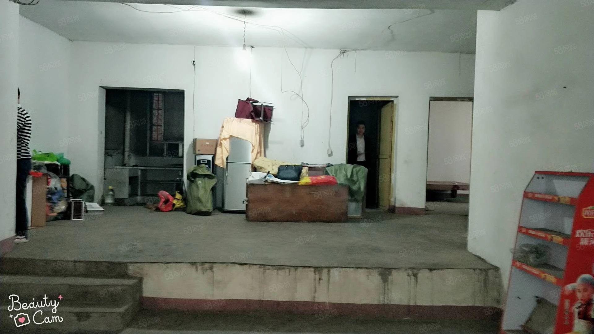 金滩移动公司旁,步梯中层,简单装修相当于毛坯,随时看房