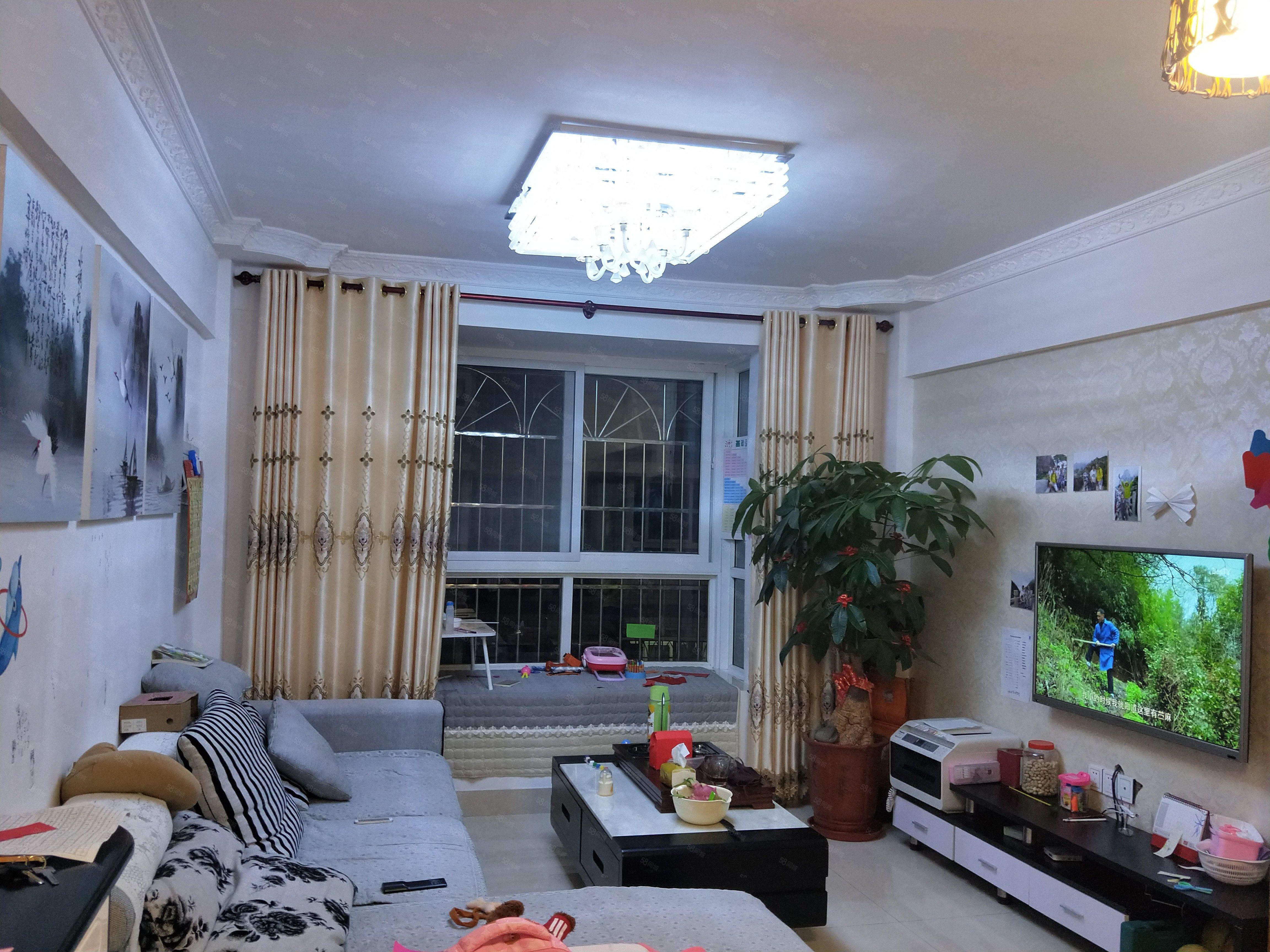 利民小区套房出售,两证齐全,精装修送家具家电可拎包入住。