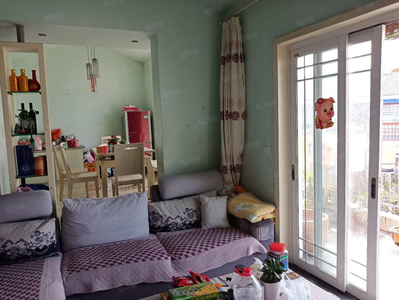 出门就是泸县实验校和幼儿园三室带大花园只需42.8万