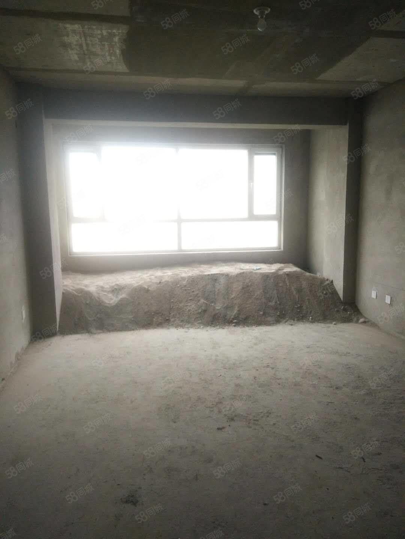 疏勒家園8樓三室兩廳直通結構毛坯房現急售小區環境優雅停車方便