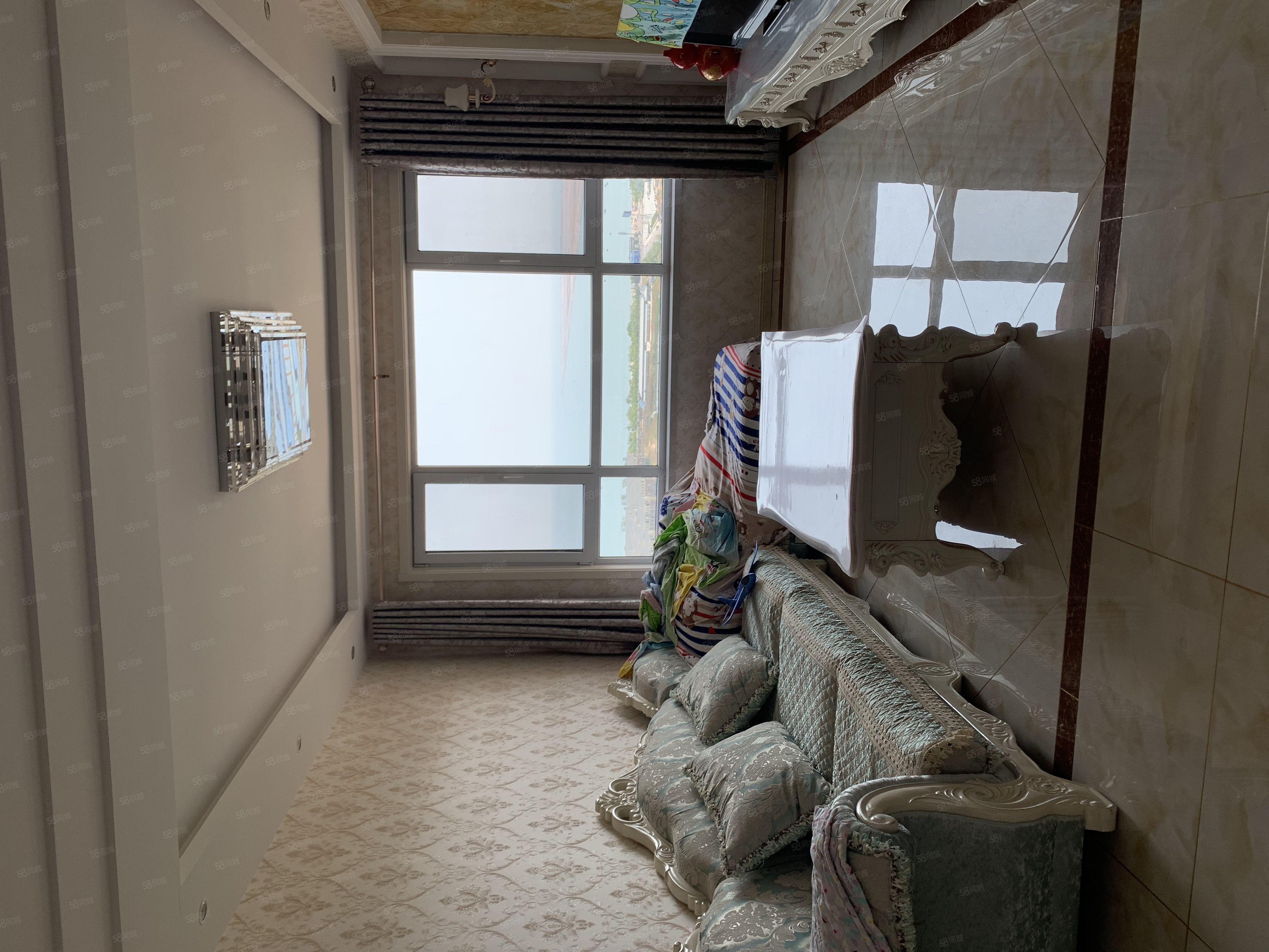 急售,渤海玉園海景房,95平米豪華裝修兩居,送歐式家具!
