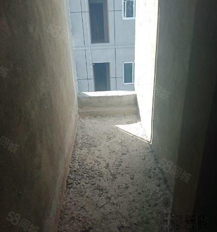 嘉禾,锦缘家园,3楼,2房,97平。49.6万