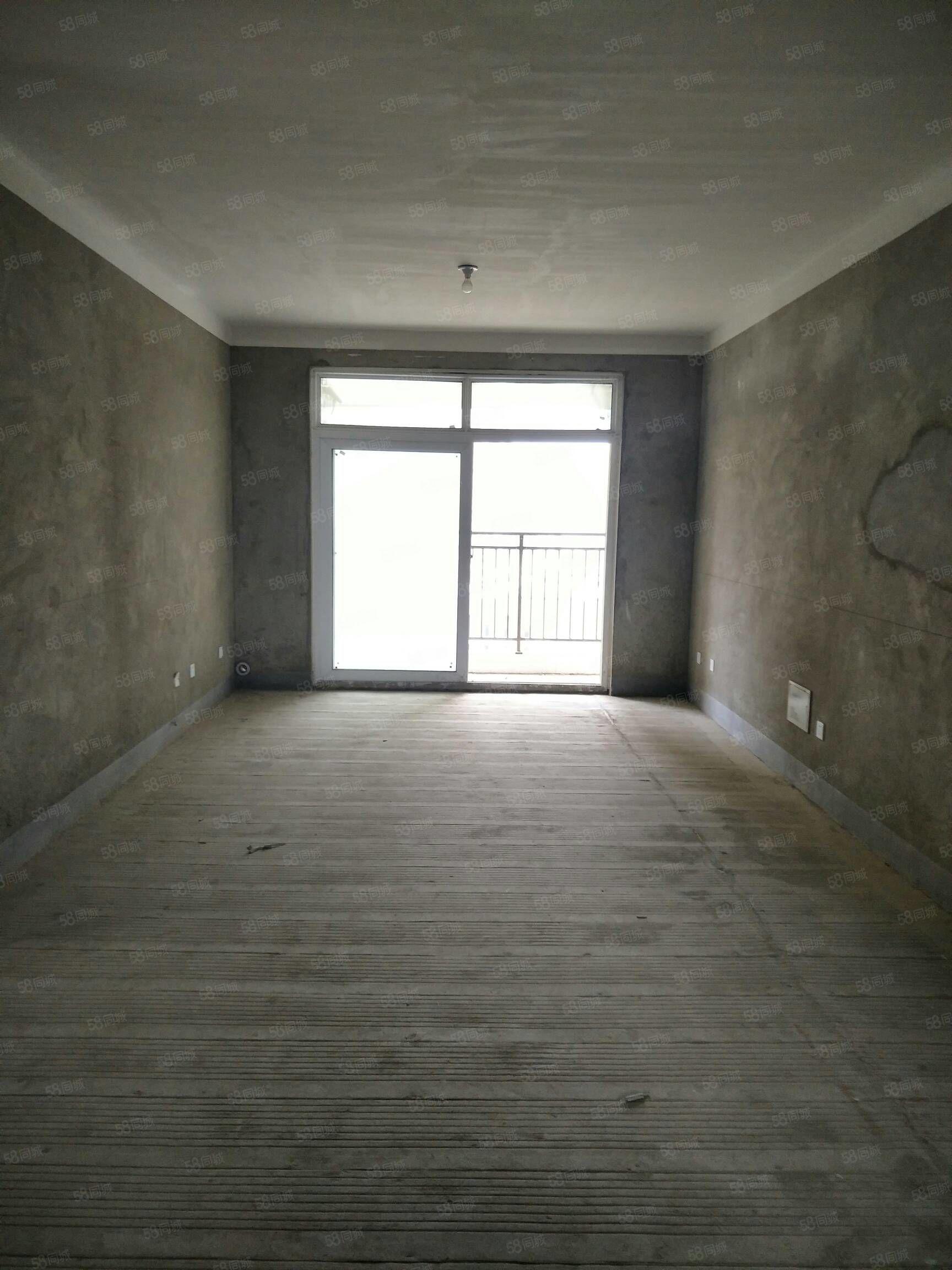 七彩城高层纯东边户112平方加上送10平方四室两厅房东急卖。