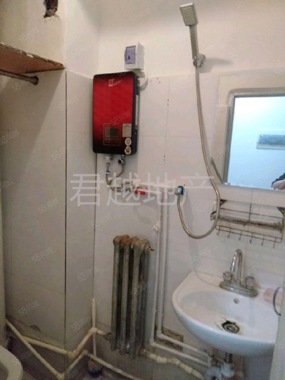 水墨林溪西郡簡裝一室,有熱水器,包取暖,年租不短租