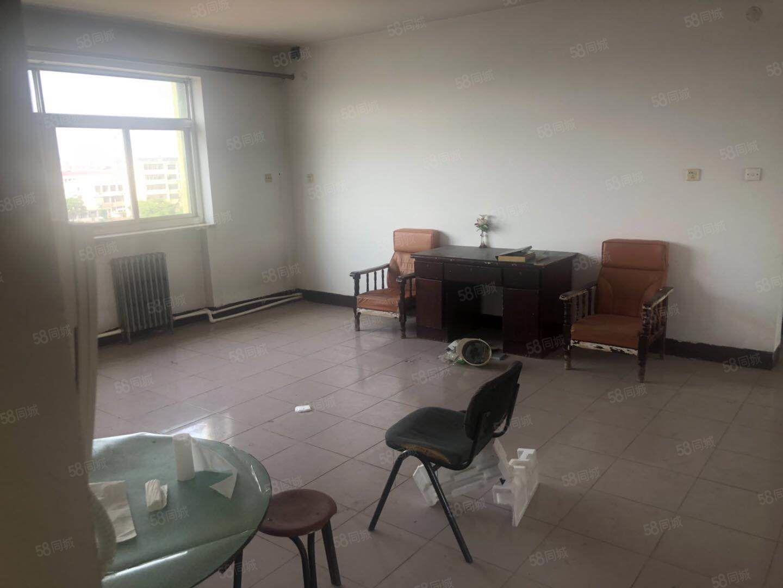 卢龙县牌楼街122平米大三室仅售价53万