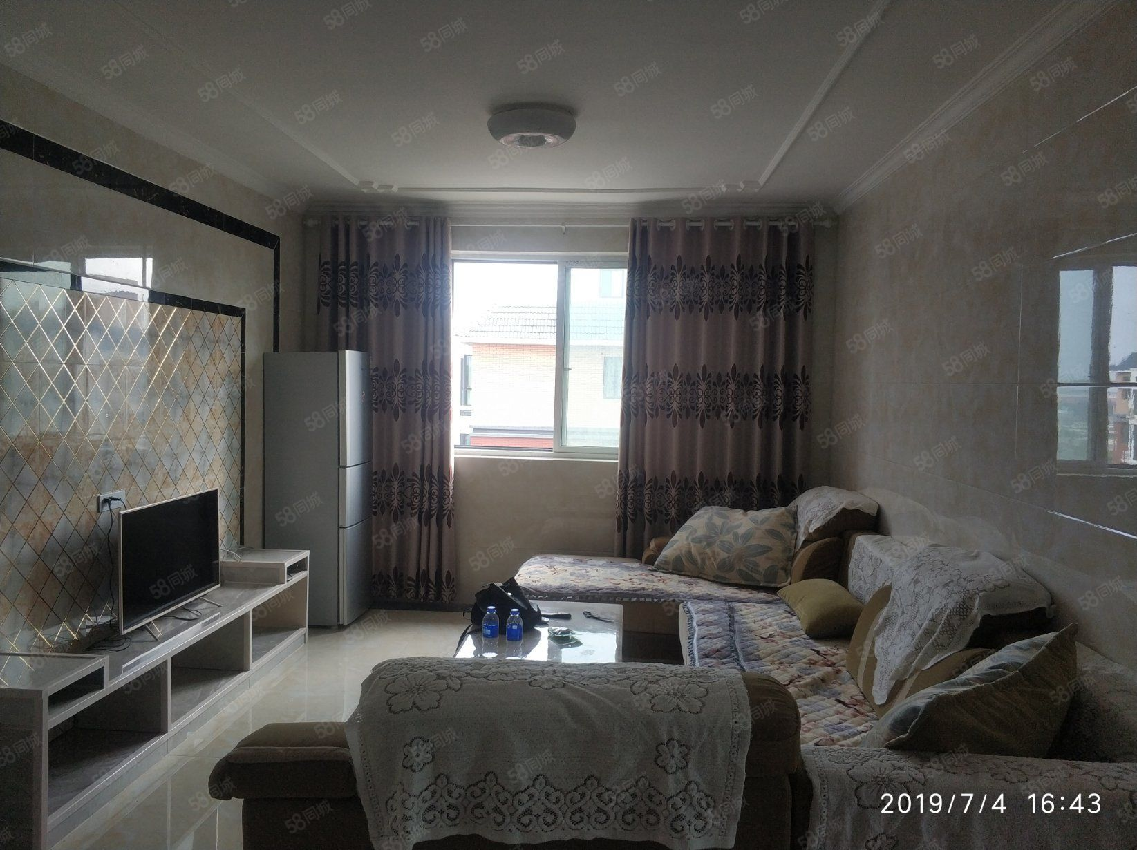 蓝岳玫瑰园电梯精装3房出租,拎包入住。