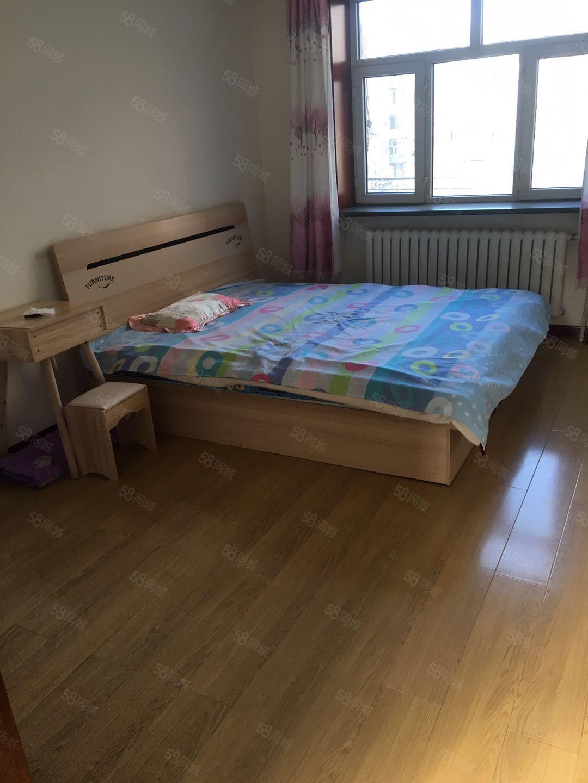 五福小区四楼精装修拎包入住两室一厅保温阳台交通便利