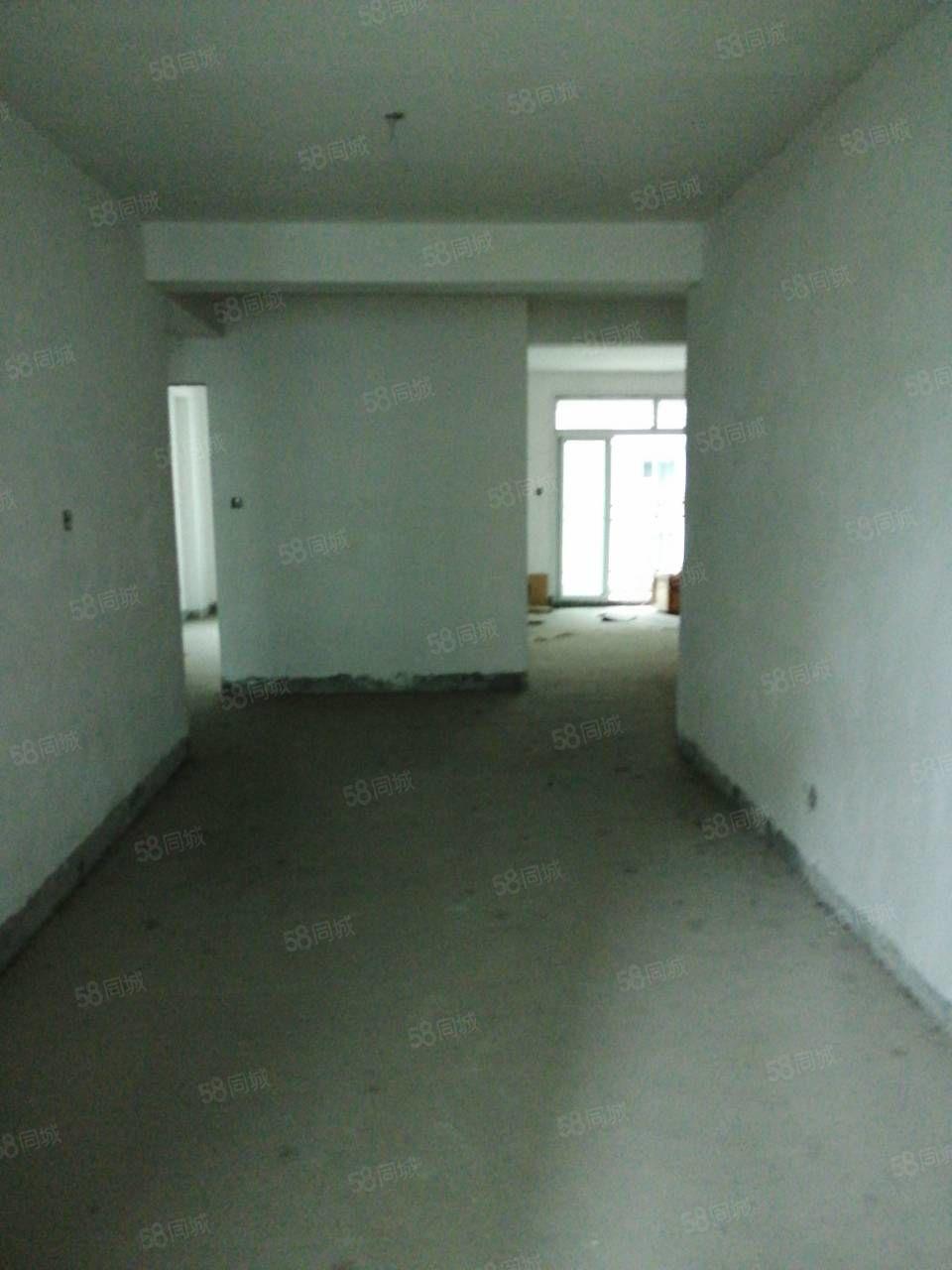 翠竹花园三房两厅两卫。全明户型楼层佳带大车库