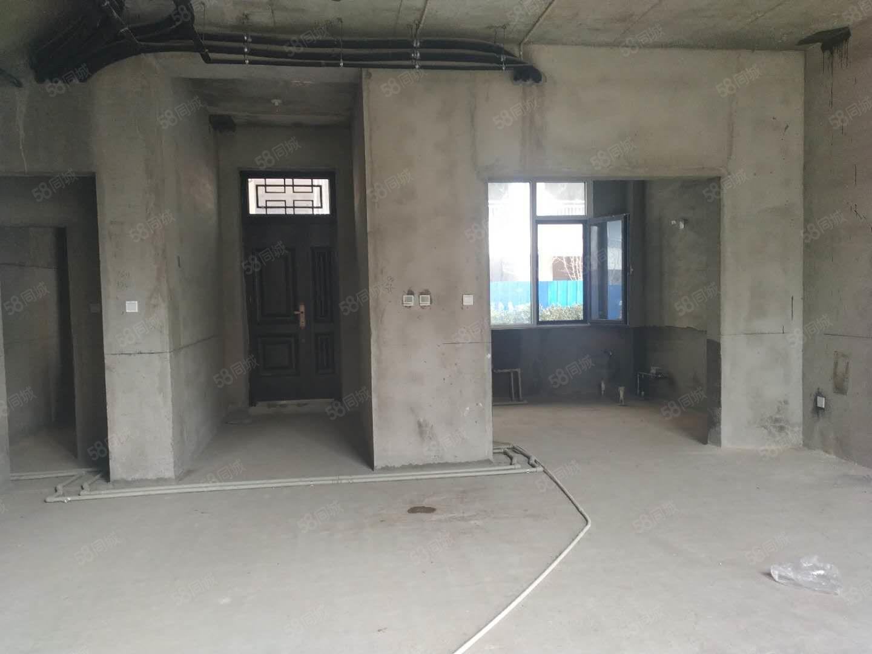 二桥南银河湾小区上下两层带院房产证正在办理中随时看房