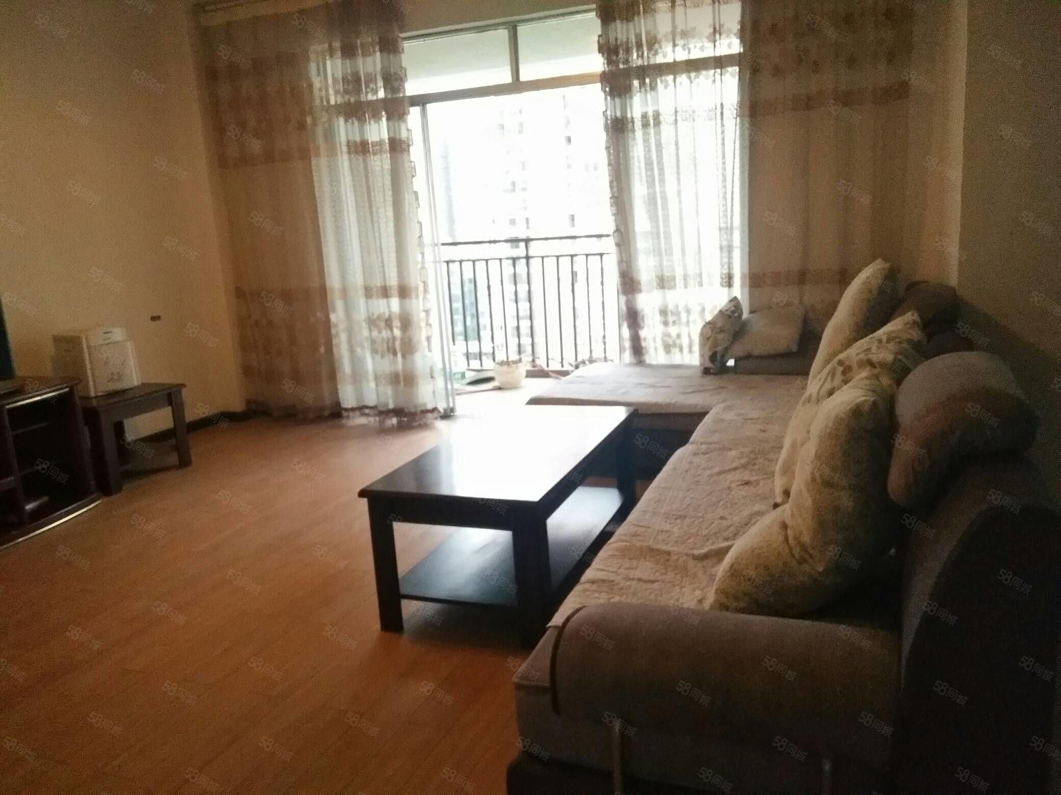 興泰社區榮御天下,簡單裝修,可添置部分家具,隨時看房