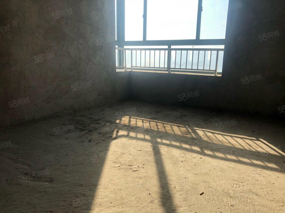 融辉城二期毛坯一楼带院,采光无敌,可以随意装修,可随时看房