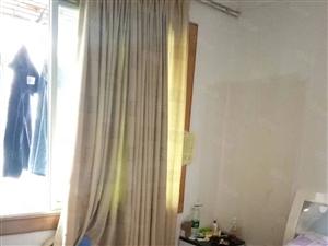 阳明幼儿园小三居,关门出售,有房本,支持按揭