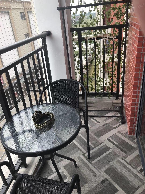 新都汇时代广场精装一房一厅齐全,拎包入住,带阳台,实图