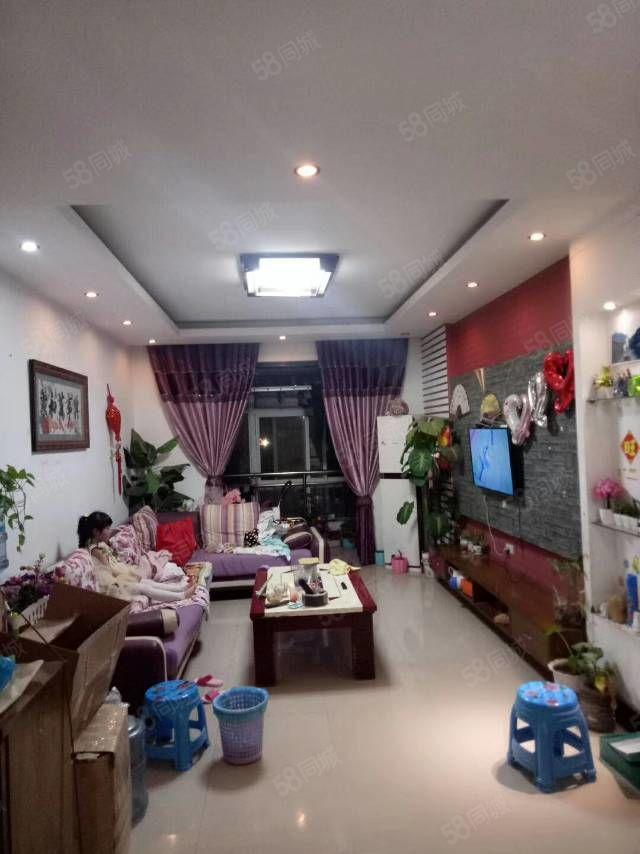 出租金苑小区2室2厅精装修
