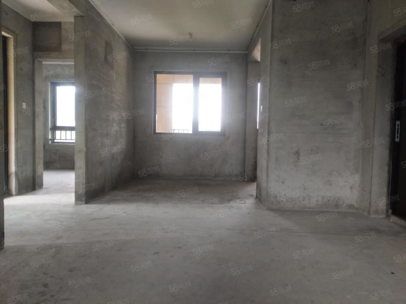 鹿山板塊富陽行政服務旁,逸品春江邊套,高層住宅免營