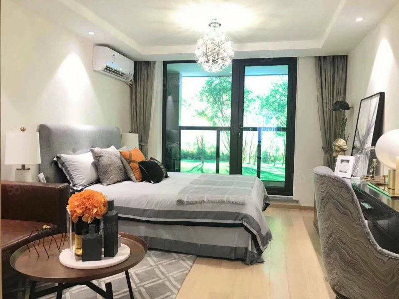 万福嘉园昆明路附近三室两厅110方,32万送六楼阁楼单价低!
