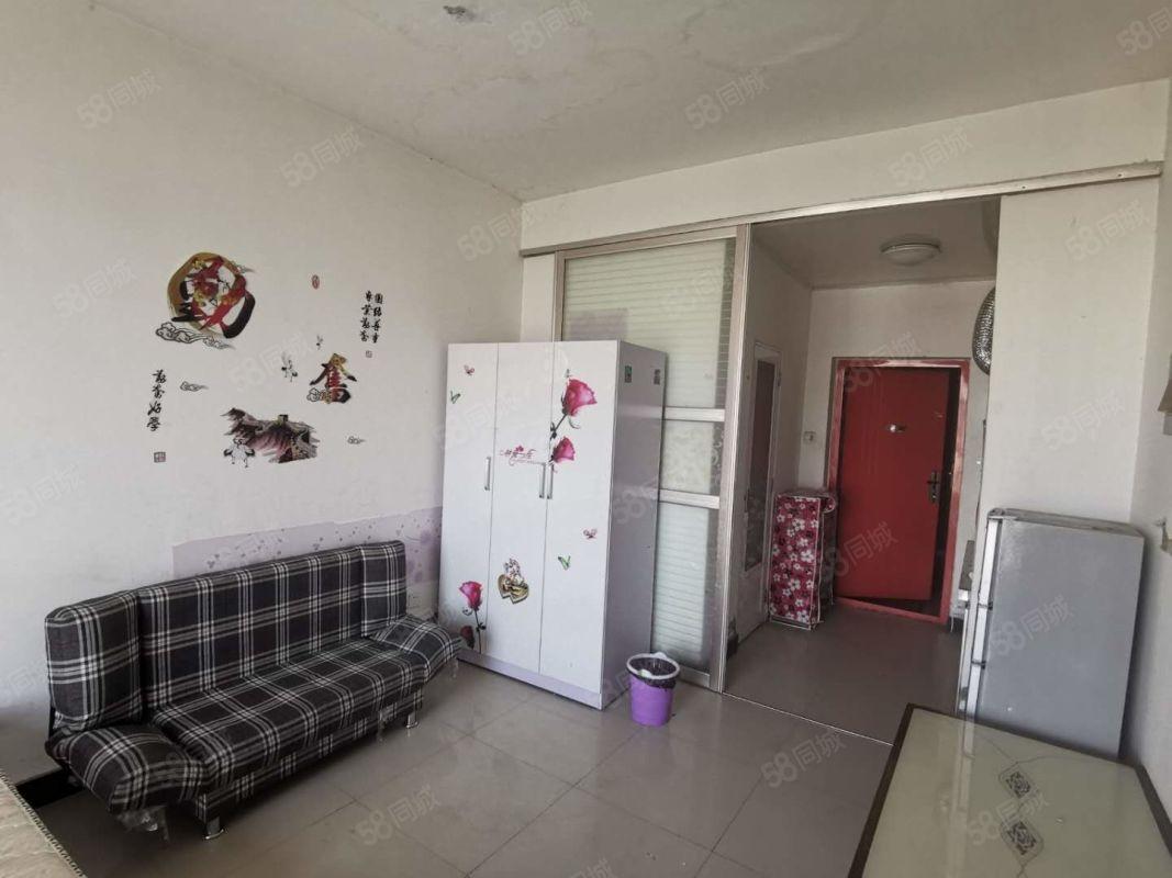 华府山水精装小户型,房子干净整洁,家具家电齐全拎包入住。