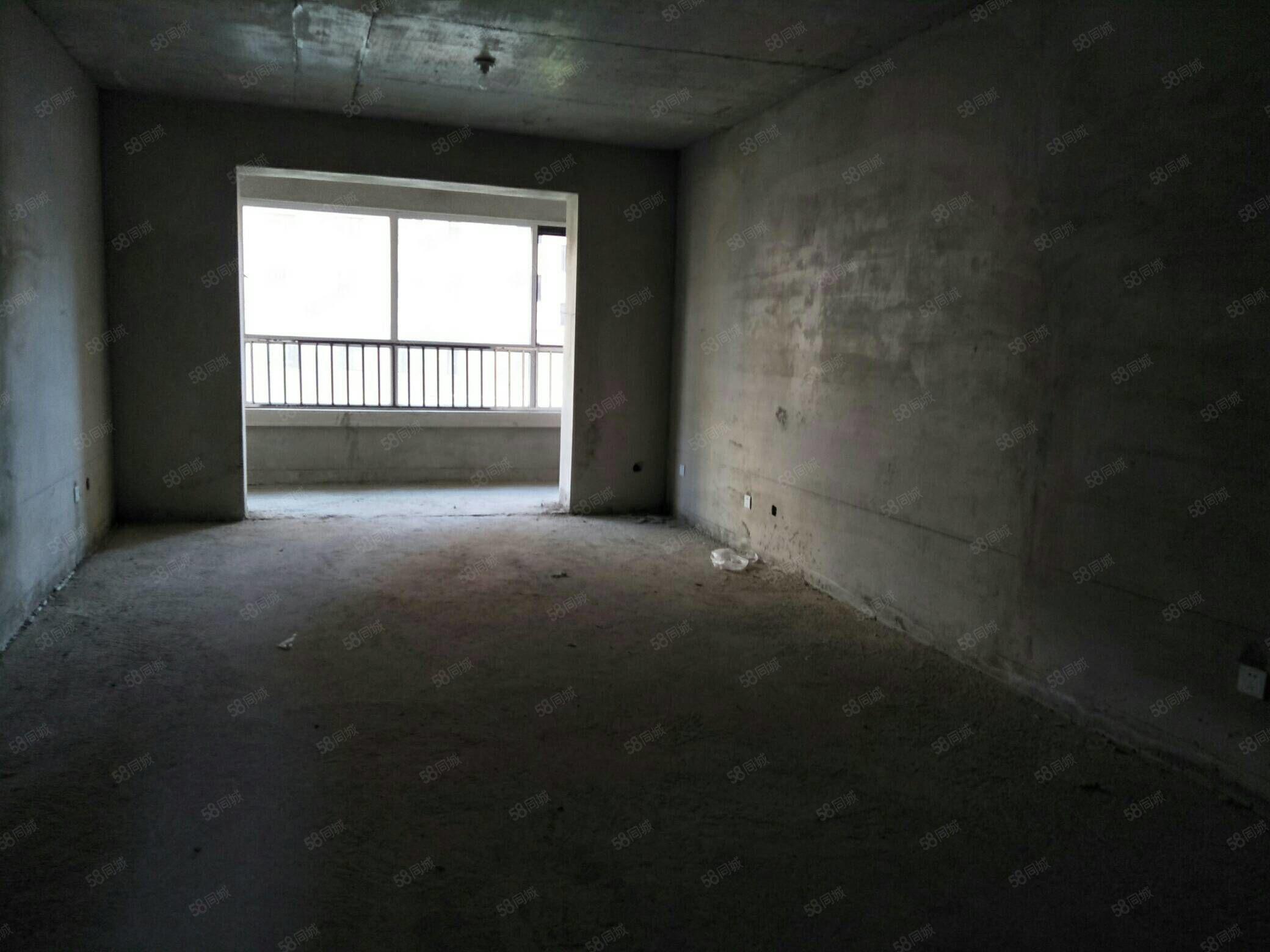 急售龙熙珍品三室两厅一卫,毛坯房,直接更名
