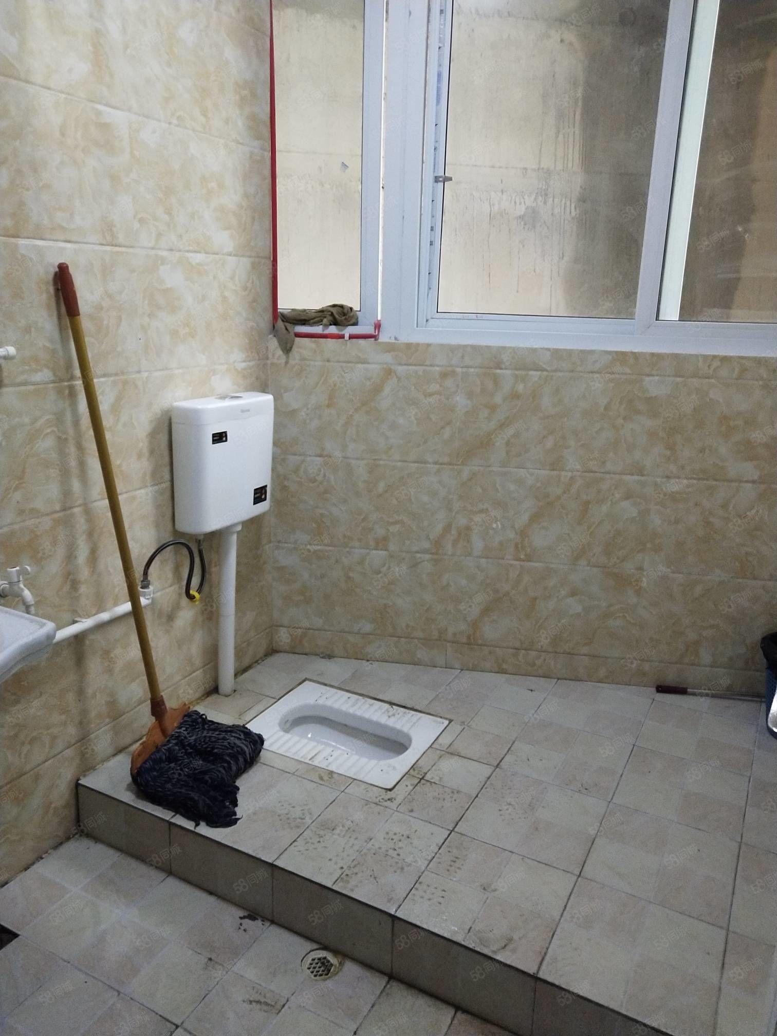 单间出租,带卫生间,不可以做饭,1室1厅1卫,半年付!