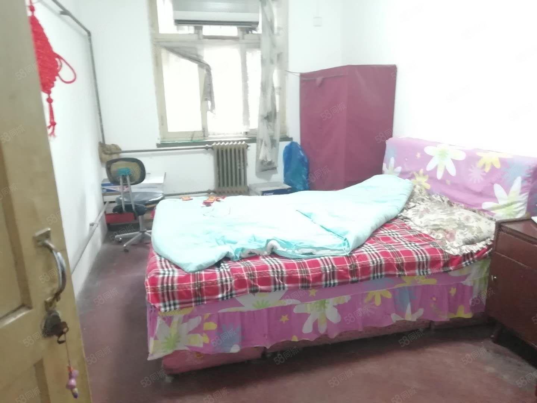 文匯西路文匯學校旁十一公司家屬院三室低樓層帶門房