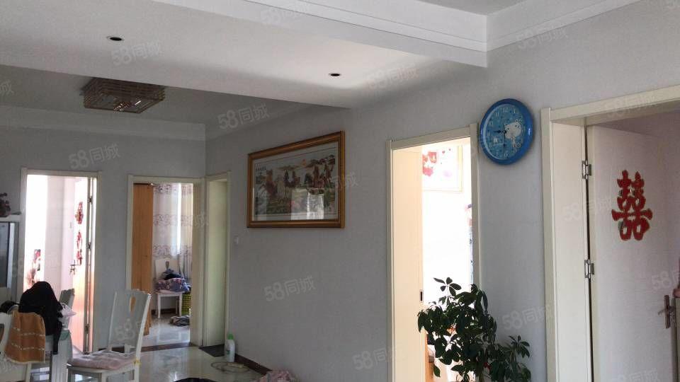 四季果岭精装修三室两厅南北通楼支持贷款看房方便