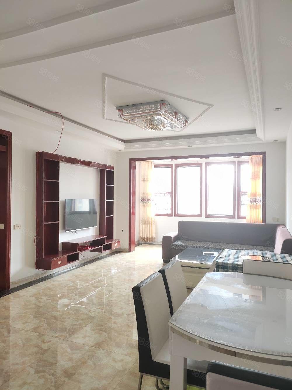 蟠龙中装修三室两厅住房出租,家电齐全拎包入住。