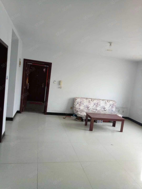 世纪家园两室两厅l,位处黄金地段紧邻学校。家具齐全俩空调