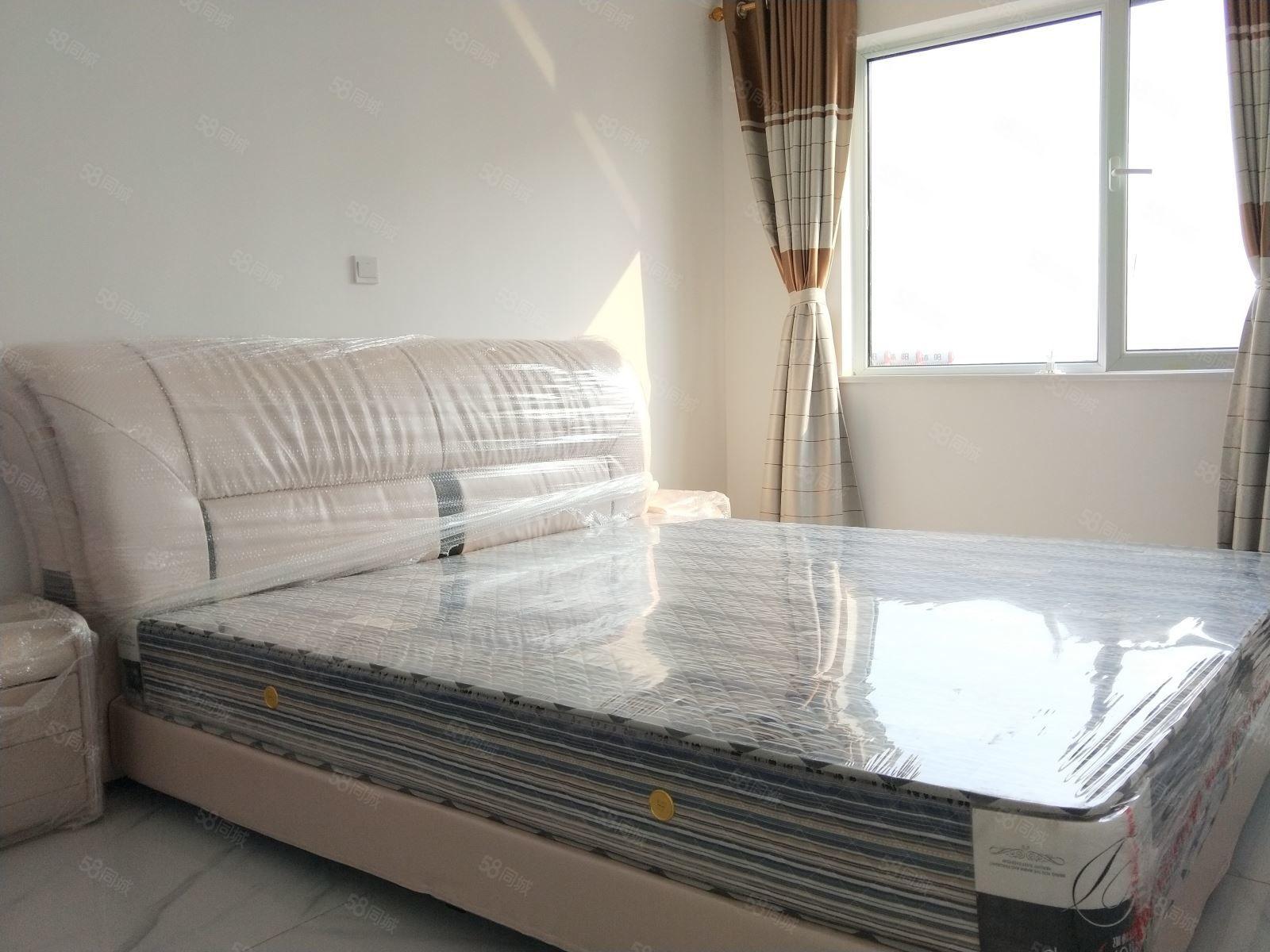 诚心!出租全家家具。整洁两室,公园一号旁中央公馆。