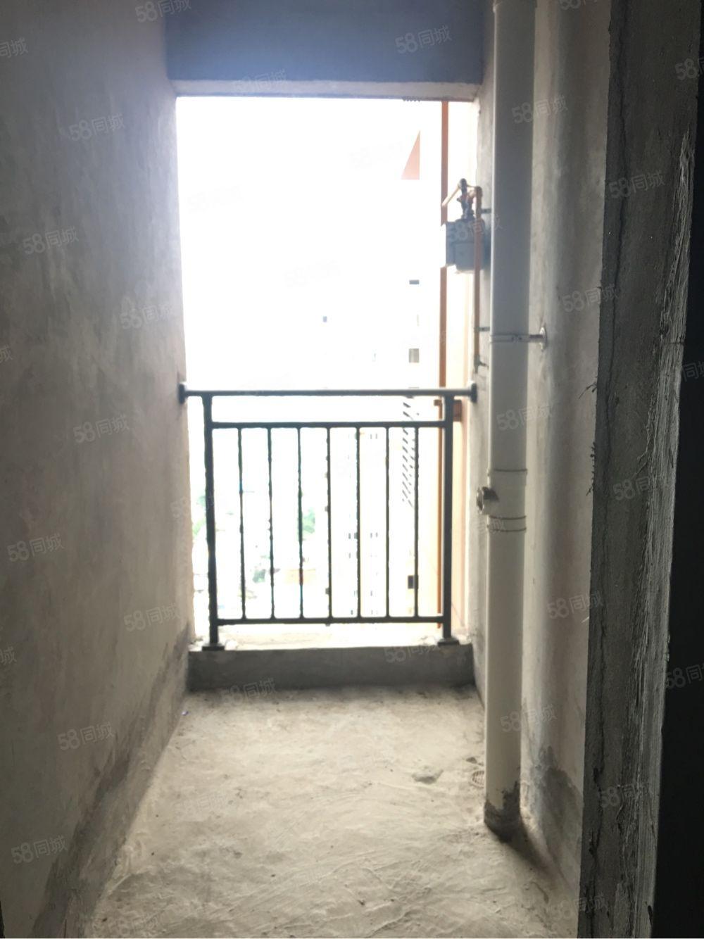 泸县城中心出入方便,客运站附近,2室2厅江景房