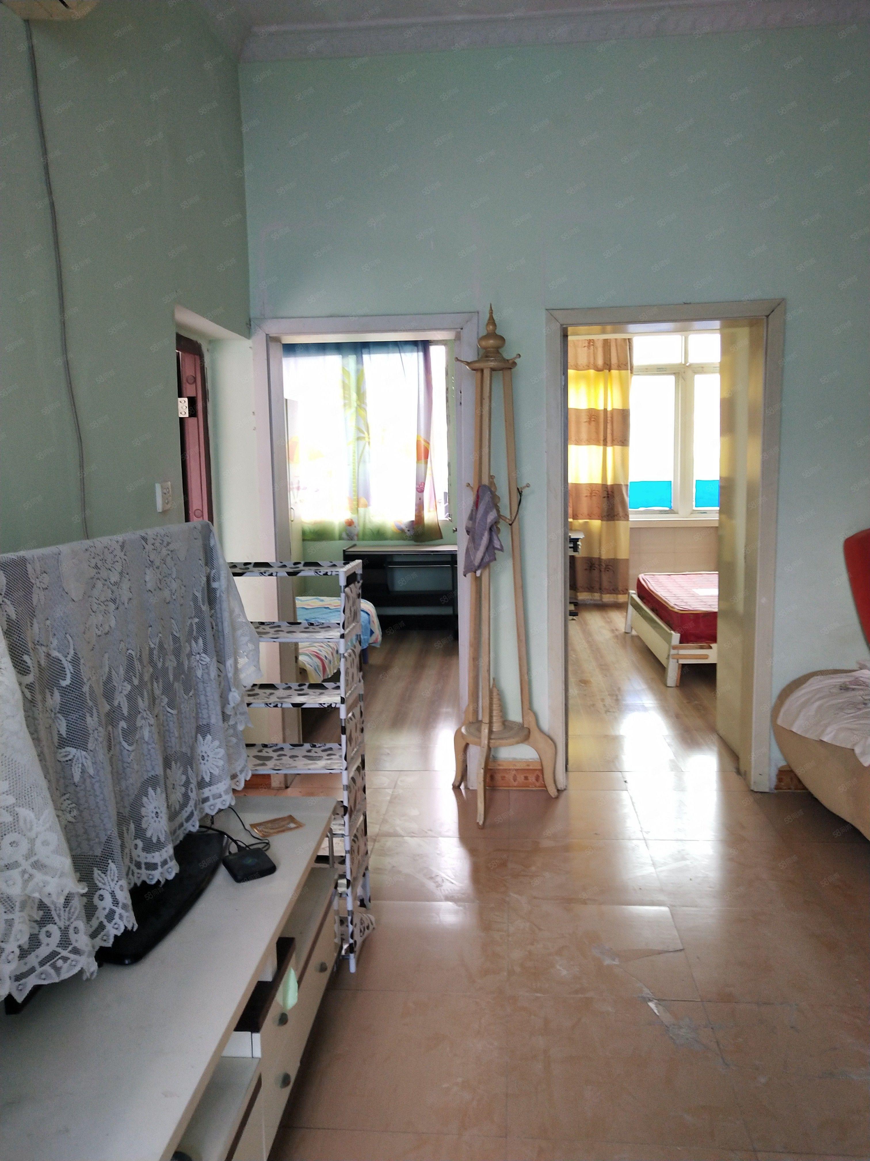 103步梯四楼两室一厅低,价出租
