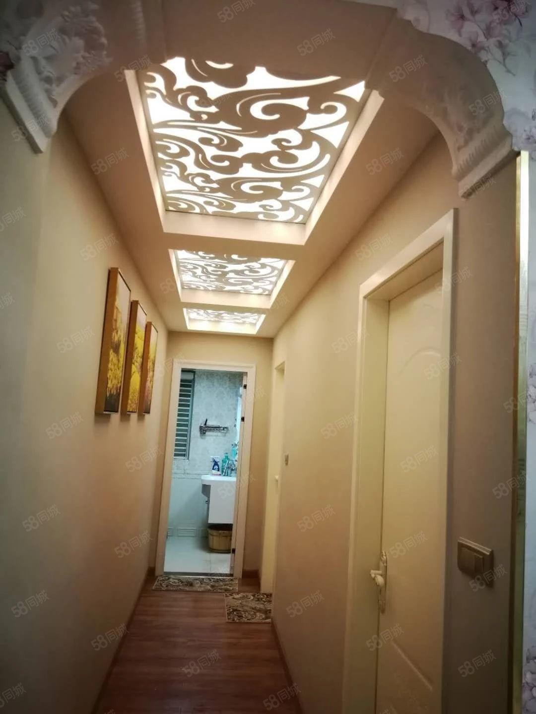 黄平(阳光新城)精装两居室,空房出售!赠送有27平米大阳台。