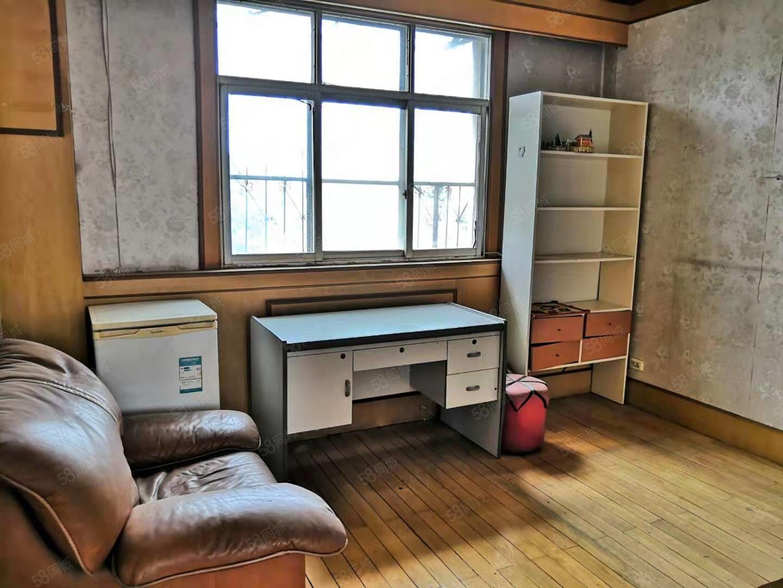 科技新村三室一厅划片二小十三中,下楼就是幼儿园位置好随时看房